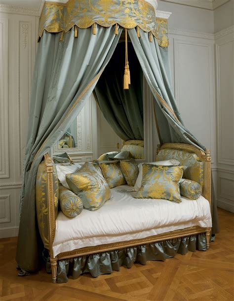 A LOUIS XVI GREY AND WHITE-PAINTED AND PARCEL-GILT BED