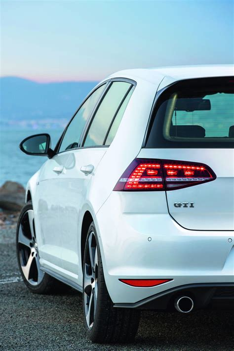 2013 Volkswagen Golf GTI New Photos Released - autoevolution