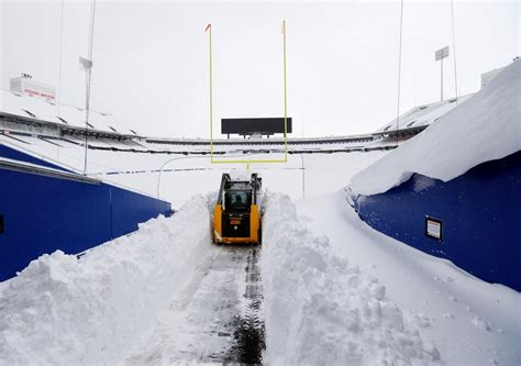 Bills-Jets Game Is Moved to Detroit as Snow Blankets