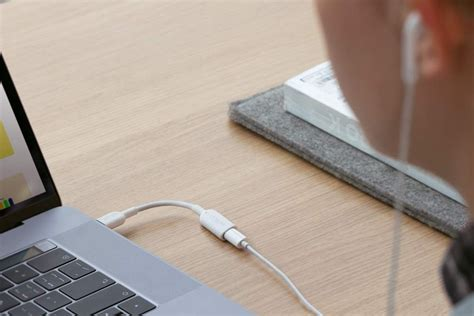 Anker's latest dongle lets you use Lightning earbuds with