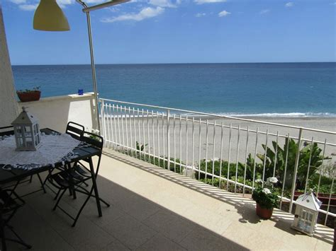 Family friendly and romantic apartment on the beach near