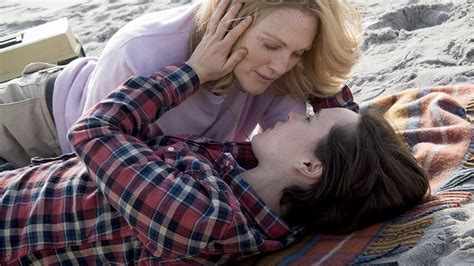 'Freeheld' Review: Julianne Moore and Ellen Page Star in