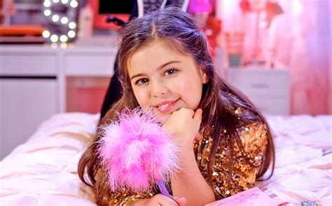 Sophia Grace releases 'Girl in the Mirror' featuring